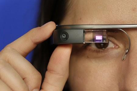 Kính thông minh Google Glass sẽ bán cho người dùng trong một ngày duy nhất 15/4 tới.