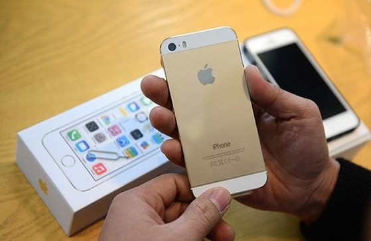 Doanh số iPhone 5S giảm mạnh trong khoảng hơn một tháng qua. Ảnh: Tuấn Mark.