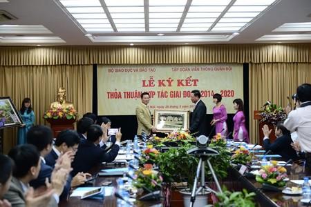 Lễ ký kết hợp tác toàn diện giữa Viettel và Bộ GD-ĐT.
