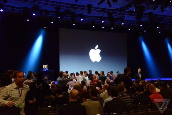 Rất đông PV và giới công nghệ đã đón đợi sự kiện, còn ít phút nữa sự kiện sẽ bắt đầu.