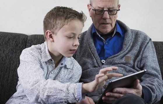 iPad, sử dụng, người cao tuổi, người già, cải thiện trí nhớ, khả năng trí óc