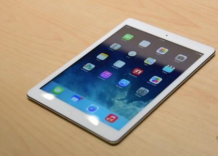 Nhìn tổng thể, iPad Air khá giống iPad mini phóng lớn