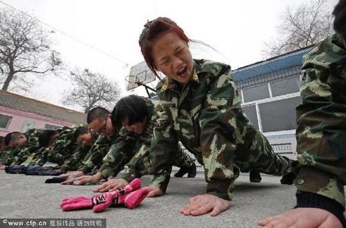 Các trại cai nghiện game ở Trung Quốc thường áp dụng 'kỷ luật thép' đối với học viên của mình nhằm giúp các em từ bỏ đam mê với game, máy tính.