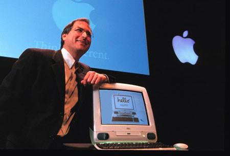 Sản phẩm gây ấn tượng đầu tiên của Ive đối với Steve Jobs là máy tính iMac.