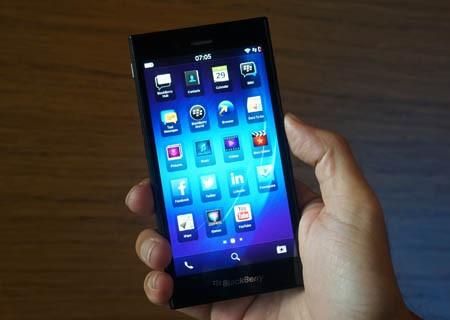 Trên tay Blackberry Z3 tại Việt Nam.