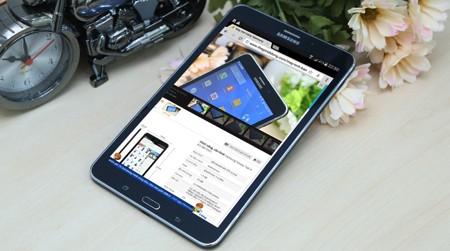 Galaxy Tab 4 8.0 có thiết kế thời trang, gọn nhẹ và màn hình mượt mà