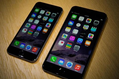 Đáp ứng người dùng, Apple bắt đầu chạy theo xu hướng màn hình to.