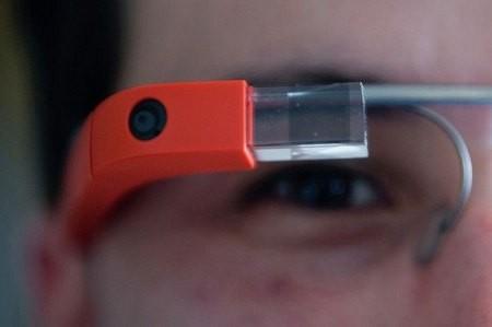 Bệnh nhân mắc chứng nghiện Internet vì sử dụng Google Glass liên tục 18 giờ mỗi ngày