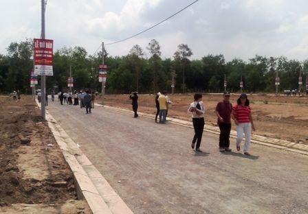 Đông đảo nhà đầu tư, người mua nhà đến tham quan tại 1 dự án đất nền gần sân bay Long Thành
