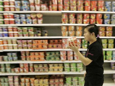 Năm 2011, Trung Quốc tiêu thụ 42,5 tỷ gói mỳ ăn liền. Dân số của Angeria là 38,7 triệu người.
