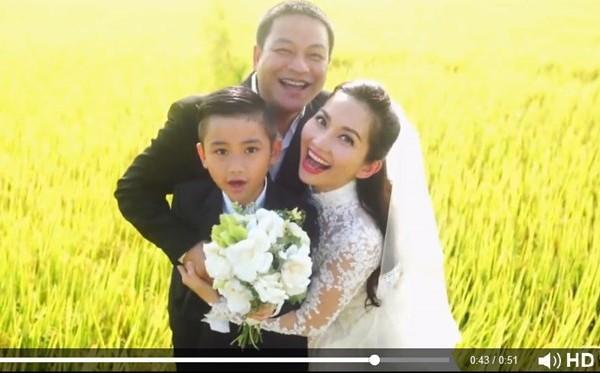 """Vào tháng 7 tới, """"Út Ráng"""" sẽ làm đám cưới lần 2. Hồi giữa tháng 5 vừa qua, bà mẹ 1 con và bạn trai Andy đã có buổi chụp ảnh cưới ở một cánh đồng lau ngoại thành TP. HCM."""