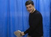 Bầu cử tổng thống Ukraine: Diễn viên hài bỏ xa ông Poroshenko