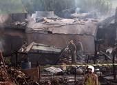 Máy bay quân sự Pakistan rơi xuống khu dân cư, 17 người chết