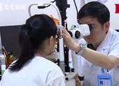 Cô gái trẻ mất thị lực một mắt vì. .. 'cày' game