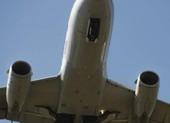 Máy bay Indonesia chở 9 người bị nã đạn lúc hạ cánh