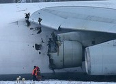 Máy bay lớn nhất thế giới hỏng động cơ, lao ra khỏi đường băng