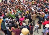 Đỗ Thị Hà về quê thăm nhà, người dân vui mừng ra đón