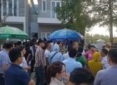 Dân vây trụ sở, Bách Đạt An quyết lôi Hoàng Nhất Nam ra tòa