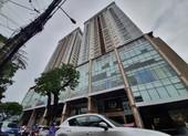 Khách hàng đội mưa đòi sổ hồng tại chung cư cao cấp
