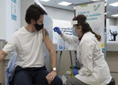 Tác dụng phụ khi tiêm vaccine COVID-19: Sao người bị người không?