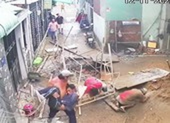 Sập giàn giáo công trình ở Tân Bình, 3 người rơi xuống đất