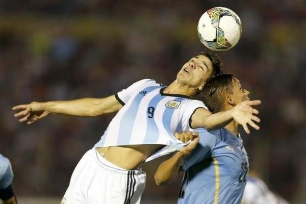Con trai HLV Simeone- Giovanni Simeone (9) đang là tay săn bàn của River Plate