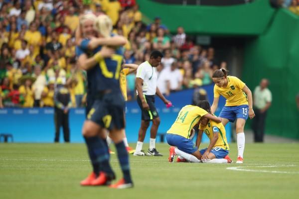 Đội trưởng Marta của Brazil đổ gục sau loạt luân lưu