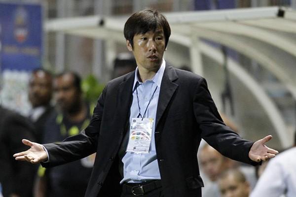 HLV Gao Hong Bo từ chức ngay sau trận thua