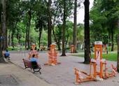 Cận cảnh công viên vắng vẻ vì COVID-19