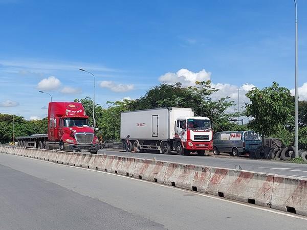 container-tran-lan-ra-long-duong-2