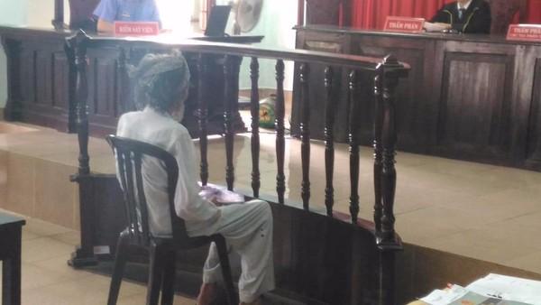 Cụ ông 84 tuổi có đến 8 luật sư bào chữa miễn phí