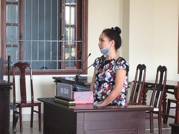 Bị cáo Thu nghe tòa phúc thẩm tuyên án ngày 19-3.
