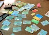 Dùng CMND giả đến ngân hàng xin đổi chữ ký để chiếm đoạt tiền