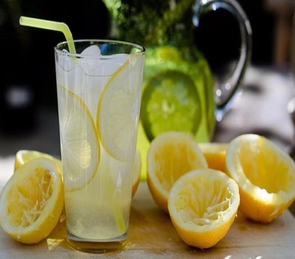 Acid citric có nhiều trong nước chanh hỗ trợ gan bài tiết chất độc khỏi cơ thể rất hiệu quả.
