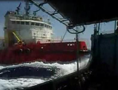 Tàu Trung Quốc đâm thẳng vào tàu KN-951 của Việt Nam