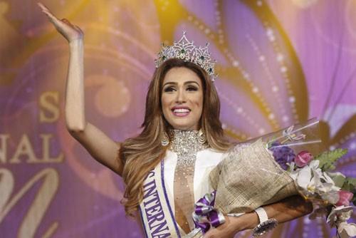 Hoa hậu Isabella Santiago giây phút đăng quang