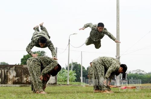 Màn khởi động của các chiến sĩ đặc công.