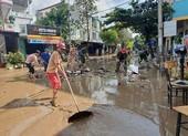 Phú Yên: Đường phố, nhà cửa ngổn ngang sau lũ