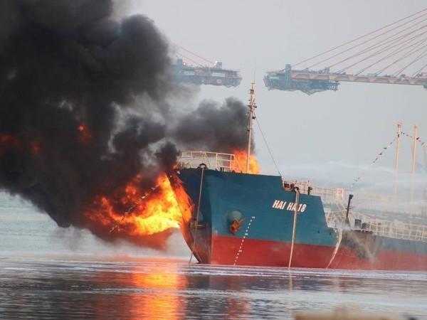 cháy tàu Đình Vũ