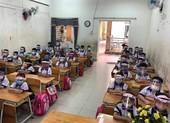 Không cần thiết phải đội nón chống giọt bắn khi ngồi học
