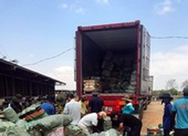 Bắt 2 xe container nhập lậu hàng ngàn thiết bị điện tử