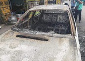 Ô tô 4 chỗ đang chạy bốc cháy, tài xế kịp thoát thân