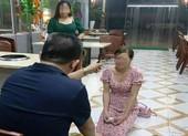 Nghi vấn cô gái bị chủ tiệm bắt quỳ gối xin lỗi vì chê đồ ăn