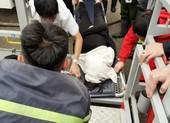 Video:Tìm cứu 8 người đang kẹt trong đám cháy lớn ở Vinh