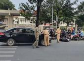 Bình Thạnh: Xe máy bị tông văng vào hông ô tô