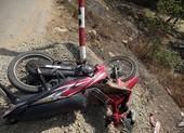 CSGT hỗ trợ 2 sinh viên bị tai nạn trên đường về quê