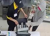 Bắt thanh niên dùng dao cướp Ministop ở Tân Phú