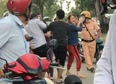 Bắt 2 người say đánh CSGT ở Bình Chánh