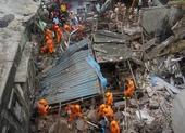 Sập chung cư 54 căn, 10 người chết, 25 hộ gia đình mắc kẹt