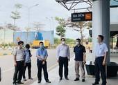Khẩn cấp tìm người đi cùng chuyến bay với bệnh nhân COVID-19